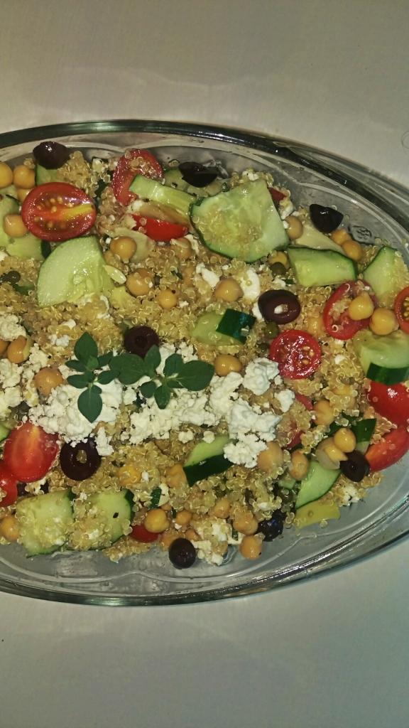 Mediterraean Quinoa Salad || Biscuits & Burlap